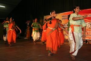தனுஷா மாணவிகள்